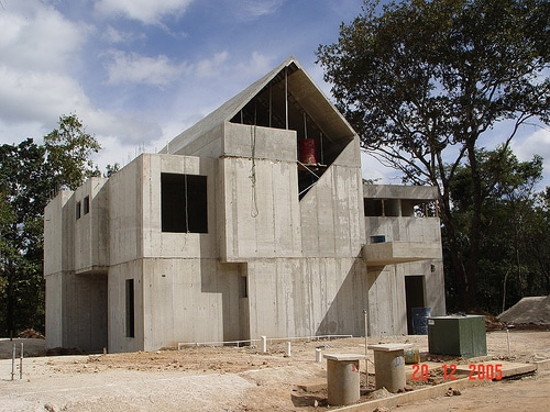 Concrete log homes vs steel siding for Concrete form homes
