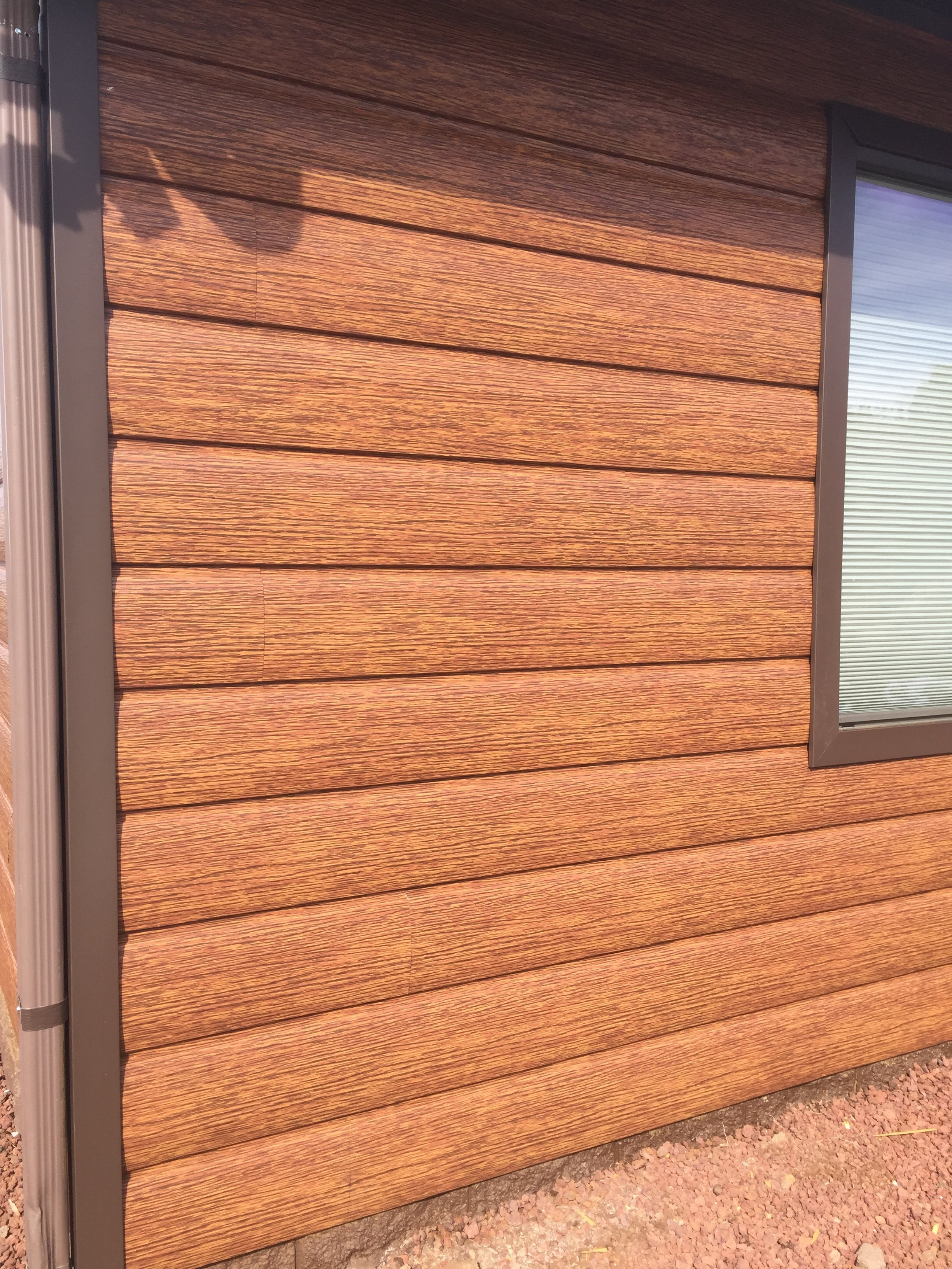 Red cedar cabin siding maintenance free log