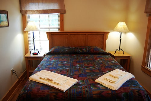 How To Outfit Your Log Cabin Rental Bedroom Tru Log Siding